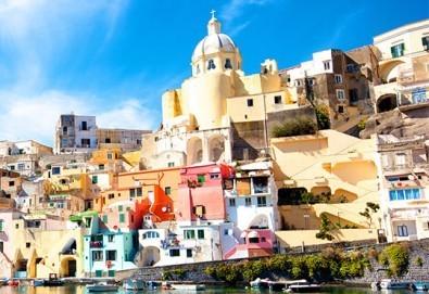 Шопинг в Неапол, Италия през декември! 3 нощувки със закуски, централен хотел 3*, самолетен билет и летищни такси!