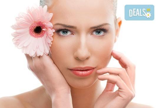 Освежаваща терапия за блестящ вид с диамантено микродермабразио, ултразвук и козметичен масаж от Салон за красота Мелани - Снимка 3
