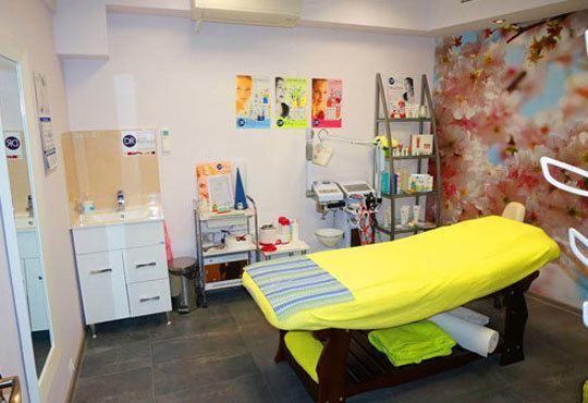 Освежаваща терапия за блестящ вид с диамантено микродермабразио, ултразвук и козметичен масаж от Салон за красота Мелани - Снимка 9