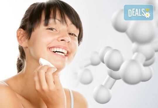 Антиейдж терапия - почистване на лице и радиочестотен лифтинг с гел с хиалурон и биоактивни перли в Салон Емоция! - Снимка 1
