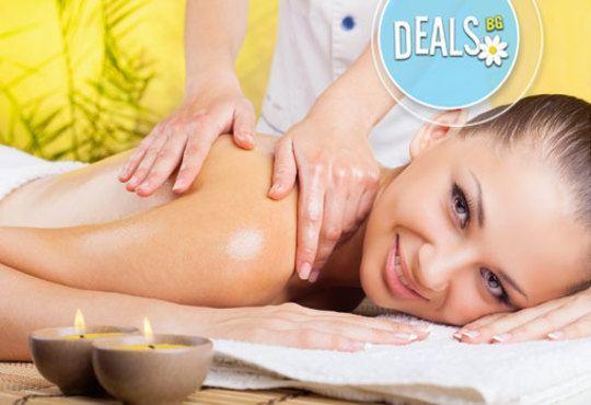 Релакс, билки и екзотика в 70 минути! Лечебен болкоуспокояващ масаж на цяло тяло с билкови масла в Wave Studio - НДК - Снимка 3