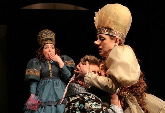 Гледайте чаровния Калин Врачански и Мария Сапунджиева в Ревизор, Театър София, 06.11.2015, 19 ч., билет за един! - Снимка 8