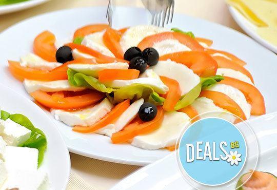 По най-добри рецепти! Чорбаджийски сач за двама и две салати Капрезе в Ресторант-механа Мамбо! - Снимка 2