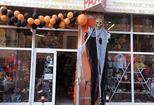 Хелоуин наближава! Подарете на себе си и на детето страшна визия - черно наметало и шапка/домино/рогца от Парти магазин Рая - Снимка 4
