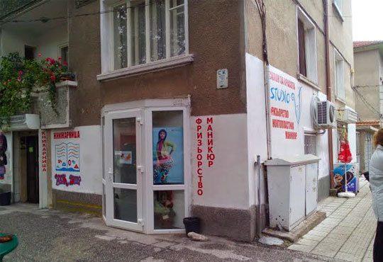 Нова визия! Подстригване, масажно измиване, подхранваща маска, изсушаване от Салон Studio V, Пловдив - Снимка 5