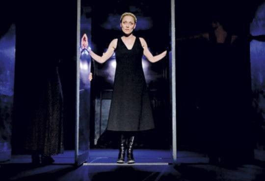 """Tри великолепни актриси в """"Nordost - приказка за разрушението""""! Младежки театър, камерна сцена, 12.11 от 19ч.! - Снимка 3"""