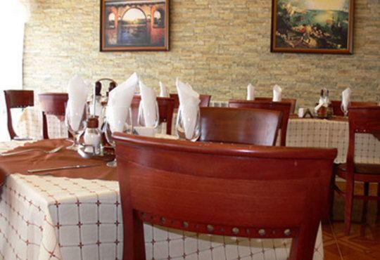 През цялата есен - в семеен хотел Перун, Свищов! 1 нощувка, закуска и вечеря, ползване на сауна, парна баня и солариум! - Снимка 9