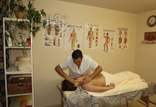 Избавете се от болката! Лечебен масаж от професионален кинезитерапевт при дискова херния в студио за масажи Samadhi! - Снимка 4