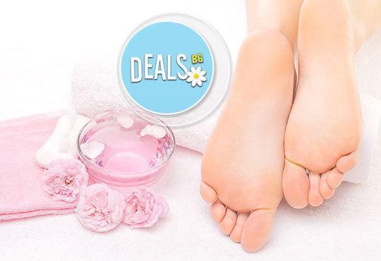 Перфектни крачета! Kласически педикюр и масаж на ходилата, лак O.P.I. и 2 декорации в GALLERIA OF BEAUTY - Снимка 4