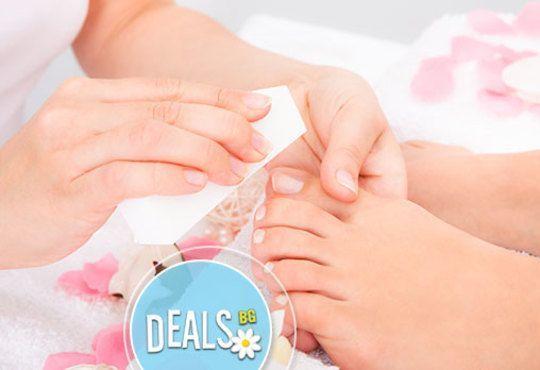 Перфектни крачета! Kласически педикюр и масаж на ходилата, лак O.P.I. и 2 декорации в GALLERIA OF BEAUTY - Снимка 2
