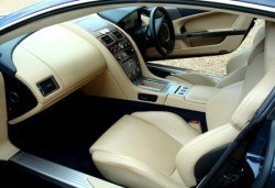 За блестящ автомобил! Предложение за сухо пране на седалки с продукти MAXOLEN и външно измиване от Автоцентър Борово - Снимка