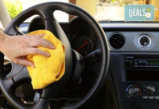 Пастиране с пасти Maxolen и сухо изпиране. Оформете външния вид на автомобила с цялостна козметика от Автоцентър Борово - Снимка 3