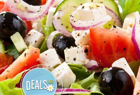 Класика в ресторант Болеро! Скара асорти - шишче със зеленчуци, свински гърди, кебапче и кюфте с гарнитура шопска салата - Снимка 4