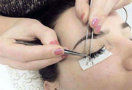 Трайно удължаване и сгъстяване на мигли по системата косъм по косъм във Friends - hair & beauty studio! - Снимка 3