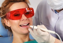 Преглед, почистване зъбен камък, полиране с Air Flow, клиника Рай-Дент