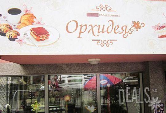 50 броя ароматни еклери с плодов шоколад - ягода/ банан + крем йогурт, боровинка, баварски крем от Сладкарница Орхидея - Снимка 4