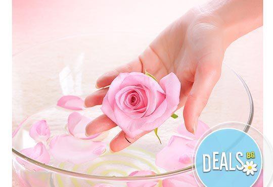 Цветна магия! Луксозен арома масаж на цяло тяло с истински цветя - рози и карамфили в ''Senses Massage & Recreation''! - Снимка 3