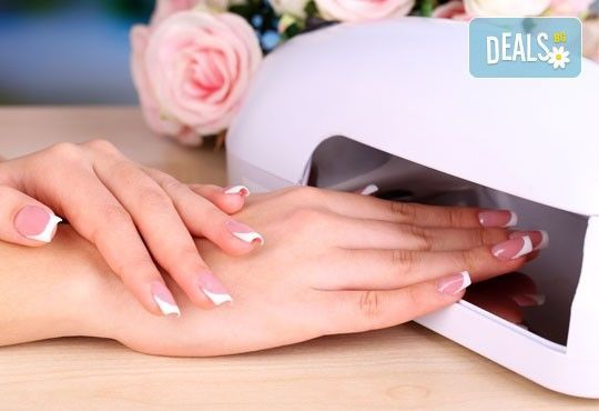 Изберете визията, която подчертава стила Ви! Класически/френски маникюр с O.P.I /гел лак в салон за красота Relax Beauty - Снимка 2