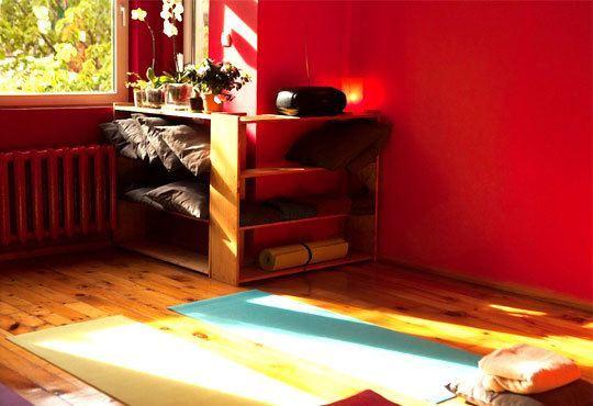 Постигнете хармония със себе си! Карта за 3 или 6 посещения по 50 минути йога от Йога и масажи Айя! - Снимка 7