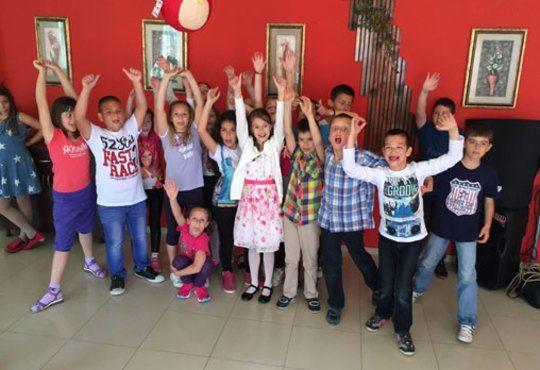 Детско парти с DJ-аниматор- 60, 90 или 120 минути, с танци, игри и подарък украса до 50 балона, на избрано от Вас място - Снимка 2