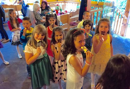 Детско парти с DJ-аниматор- 60, 90 или 120 минути, с танци, игри и подарък украса до 50 балона, на избрано от Вас място - Снимка 6