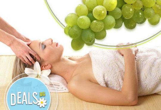 Релакс от Изтока! Ориенталски масаж с ароматно грозде на цяло тяло само в студио GIRO! - Снимка 1