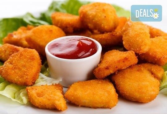 Килограм вкусни панирани хапки - пиле пане, кашкавалчета пане и свински мариновани хапки на скара в ресторант Balito - Снимка 1