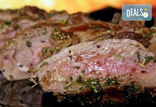 Килограм вкусни панирани хапки - пиле пане, кашкавалчета пане и свински мариновани хапки на скара в ресторант Balito - Снимка 2