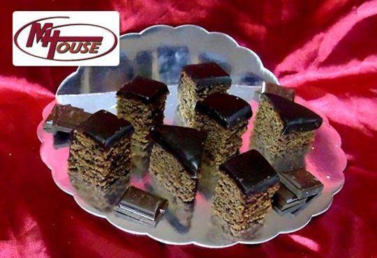 Сбъднати фантазии! 50 или 100 броя сладки петифури микс в ШЕСТ различни вкусови стила от Muffin House - Снимка 13
