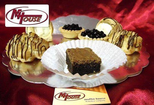 Сбъднати фантазии! 50 или 100 броя сладки петифури микс в ШЕСТ различни вкусови стила от Muffin House - Снимка 4
