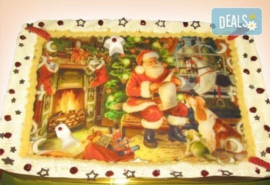 Малка Коледна торта с Дядо Коледа и приказни герои, 10 парчета - със снимка и белгийски шоколад от Сладкарница Орхидея - Снимка 2