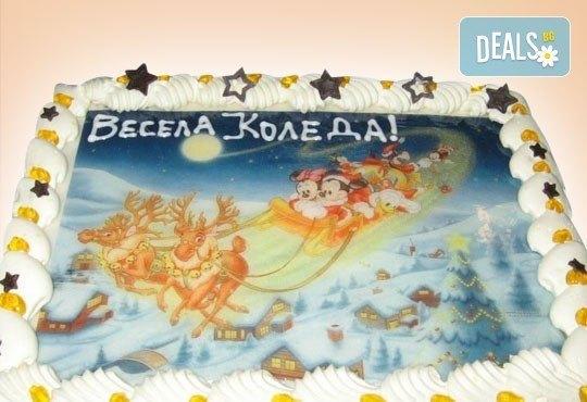 Малка Коледна торта с Дядо Коледа и приказни герои, 10 парчета - със снимка и белгийски шоколад от Сладкарница Орхидея - Снимка 3