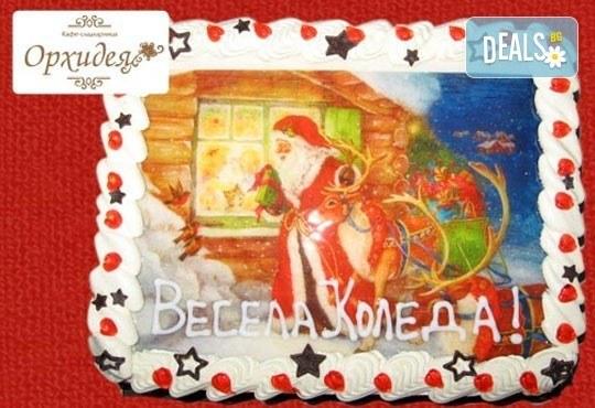 Малка Коледна торта с Дядо Коледа и приказни герои, 10 парчета - със снимка и белгийски шоколад от Сладкарница Орхидея - Снимка 1