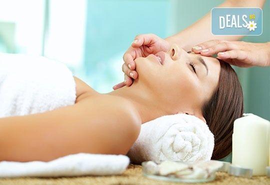 Красота на достъпна цена! Мануално почистване на лице + маска, пилинг и масаж в Салон за красота Swarovski - Снимка 4