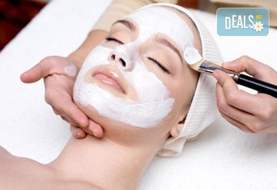 Красота на достъпна цена! Мануално почистване на лице + маска, пилинг и масаж в Салон за красота Swarovski - Снимка 3