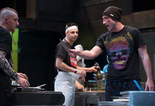 Култов спектакъл на сцената на Младежки театър! Гледайте Кухнята на 24.11, от 19.00ч, голяма сцена, места - балкон - Снимка 2