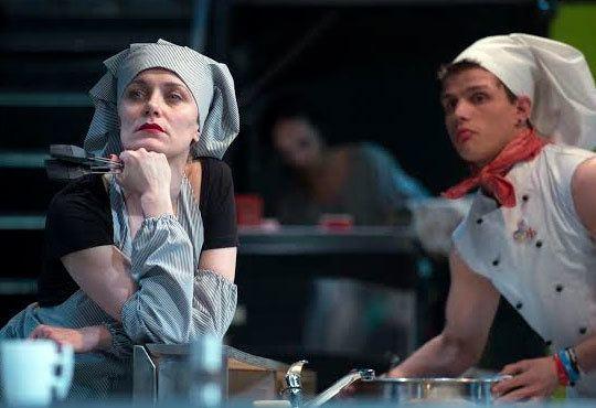 Култов спектакъл на сцената на Младежки театър! Гледайте Кухнята на 24.11, от 19.00ч, голяма сцена, места - балкон - Снимка 3
