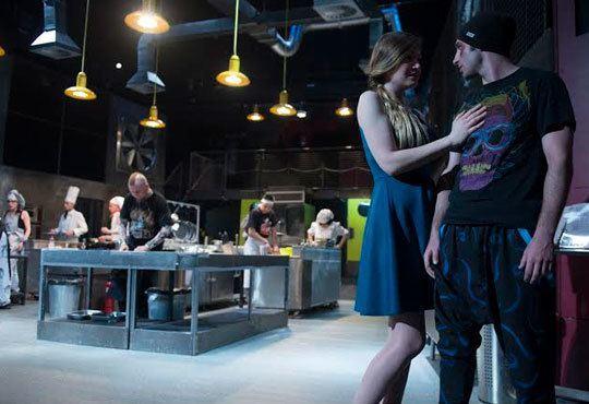 Култов спектакъл на сцената на Младежки театър! Гледайте Кухнята на 24.11, от 19.00ч, голяма сцена, места - балкон - Снимка 4