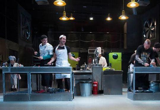Култов спектакъл на сцената на Младежки театър! Гледайте Кухнята на 24.11, от 19.00ч, голяма сцена, места - балкон - Снимка 5