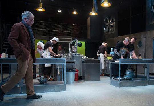 Култов спектакъл на сцената на Младежки театър! Гледайте Кухнята на 24.11, от 19.00ч, голяма сцена, места - балкон - Снимка 6