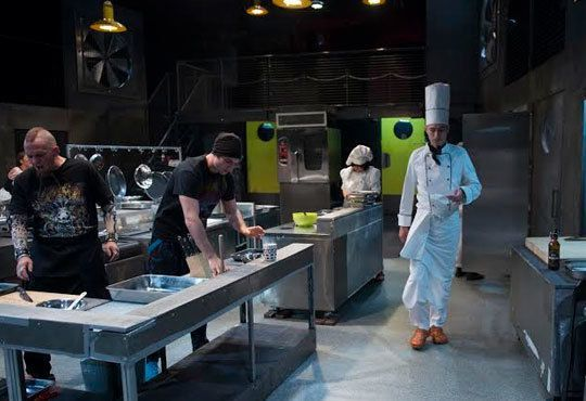 Култов спектакъл на сцената на Младежки театър! Гледайте Кухнята на 24.11, от 19.00ч, голяма сцена, места - балкон - Снимка 7