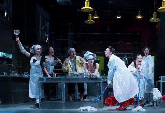 Култов спектакъл на сцената на Младежки театър! Гледайте Кухнята на 24.11, от 19.00ч, голяма сцена, места - балкон - Снимка 8