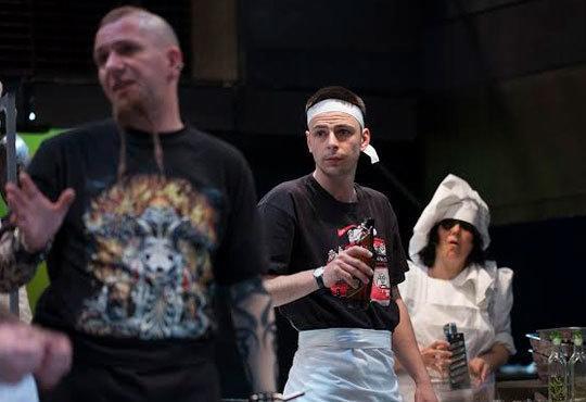 Култов спектакъл на сцената на Младежки театър! Гледайте Кухнята на 24.11, от 19.00ч, голяма сцена, места - балкон - Снимка 9