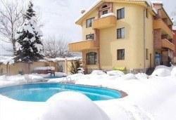 Зима във Велинград, семеен хотел Ив 2*: 1 или 2 нощувки, закуски и вечери, басейн