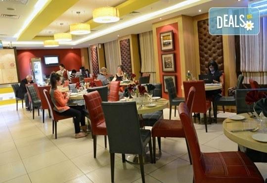 На почивка или шопинг в Дубай от януари до март! 7 нощувки със закуски, в Sun & Sands Hotel 4*, с Джон Лий Травел - Снимка 9