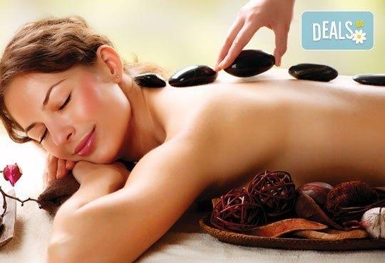 Релакс и нирвана! 60 мин. релаксиращ масаж с масло от макадамия + вулканични камъни в Chocolate Studio - Снимка 1