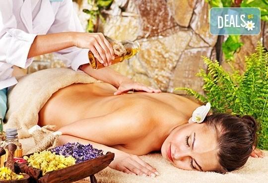 Релакс, билки и екзотика в 70 минути! Лечебен болкоуспокояващ масаж на цяло тяло с билкови масла в Wave Studio - НДК - Снимка 4