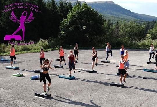 Оформете фигурата си и се забавлявайте! Карта за 8 и 12 тренировки по фит бол или пилатес в At sport zone! - Снимка 7