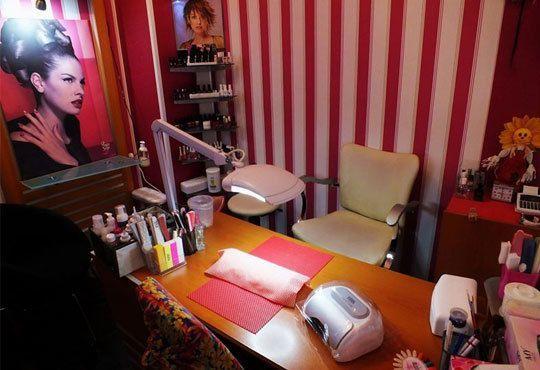 1 или 10 процедури светлинна терапия за пермахване на акне и белезите от него и бонус в студио за красота Голд Бюти! - Снимка 5