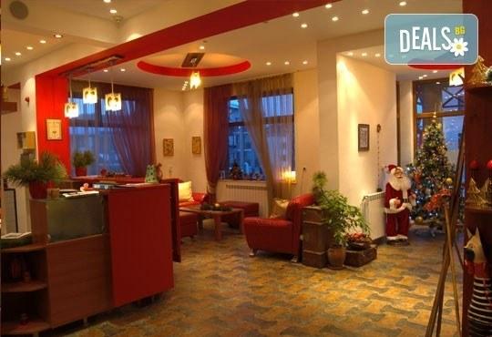 Нова година в Пирина Клуб Хотел, Банско! 3 нощувки със закуски за двама, безплатно за дете до 6г., СПА! - Снимка 4